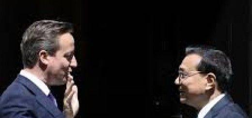 David Cameron junto a Li Keqiang