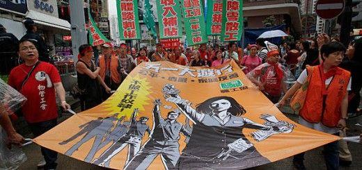 Jóvenes manifestándose por la libertad en las calles de Hong Kong