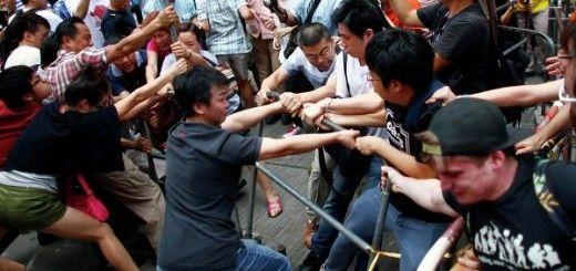 Desalojo de estudiantes de la céntrica zona de Admiralty en Hong Kong