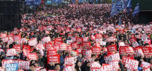 Manifestaciones pidiendo la dimisión de la presidenta Park